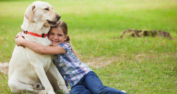 ¿Cómo actuar con tu perro si tienes hijos y te vas de vacaciones