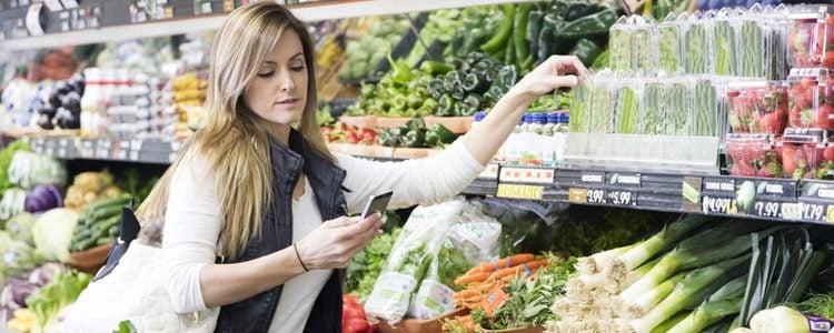Debes elegir cuidadosamente otro tipo de alimentos más sanos que le ayuden a adelgazar