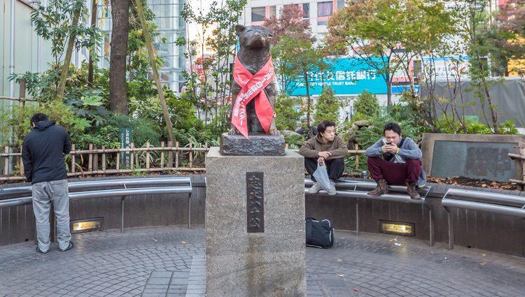 Estatua en homenaje a Hachiko frente a la estación de trenes de Shibuya