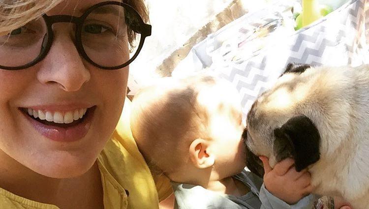 Tania Llasera junto a su hijo Pepe y su perrita Mía