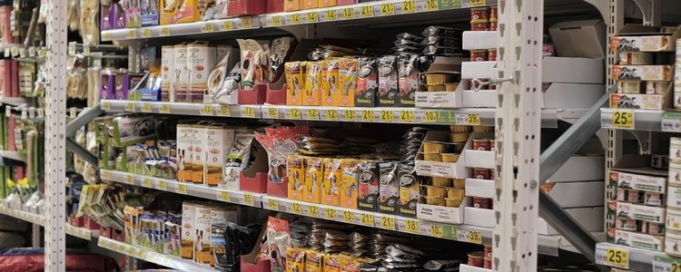 Compra siempre los alimentos para tu mascota en tiendas especializadas