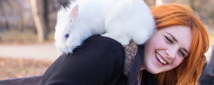 Los conejos son animales muy cariñosos, en cuanto cojan confianza contigo te darás cuenta