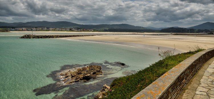 La Playa de A Foz es una playa que admite el acceso de perros, aunque no está acondicionada para ellos